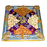 1/2 kg Dry fruits with 4 chocolates in Thali
